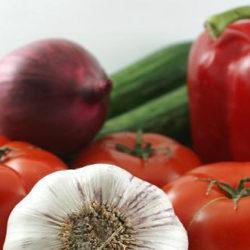 Sonreír al comer frutas y verduras incentiva a los chicos a elegirlas