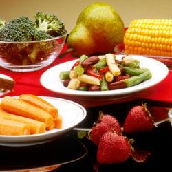 Los alimentos que debe comer y los que es mejor olvidar según su edad