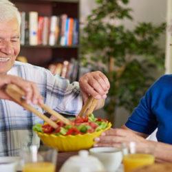 La alimentación contribuye a aumentar la calidad de vida de los mayores