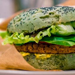Las hamburguesas y escalopes veganos podrán seguir usando estas denominaciones