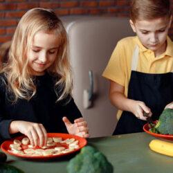 Comer antes de las 15 horas, bueno también para los niños en edad escolar